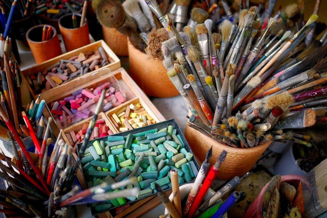 Pastel seco, brush, chalk, color
